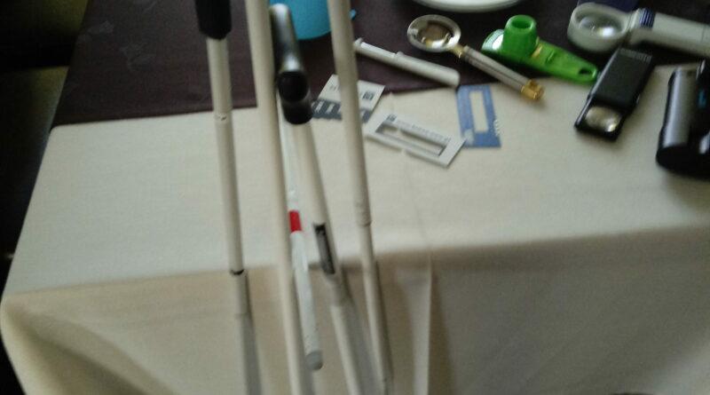 Pokaz sprzętu ułatwiającego funkcjonowanie osobom niewidomym